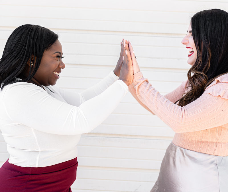 Today Sam & Karyn discuss the benefits of collaborations for web designers and steps you can take to work WITH other women, build your network and thrive as a whole. www.makingwebsitemagic.com